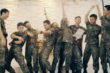 Askerdeki Ünlülerden Yepyeni ve Enerjik Ordu Şarkısı