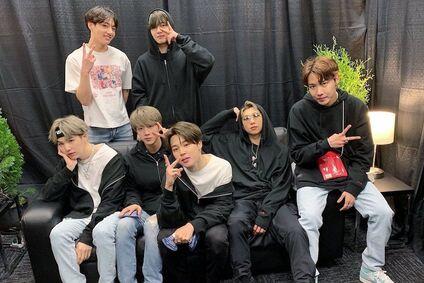 Jungkook BTS Üyelerinin 15 Yıl Sonraki Hallerini Resmetti